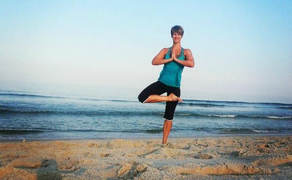 roni-yoga-crop