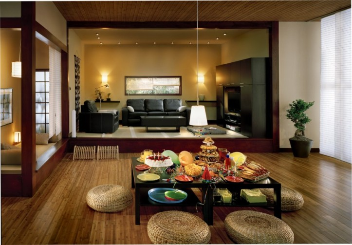 brown-wooden-floor-with-lblack-table-and-cluttery-pillow-chairs-green-plants-pendant-lamp-dining-room-915x637